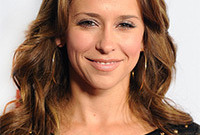 Jennifer-love-hewitt-hair-and-makeup-styles-side